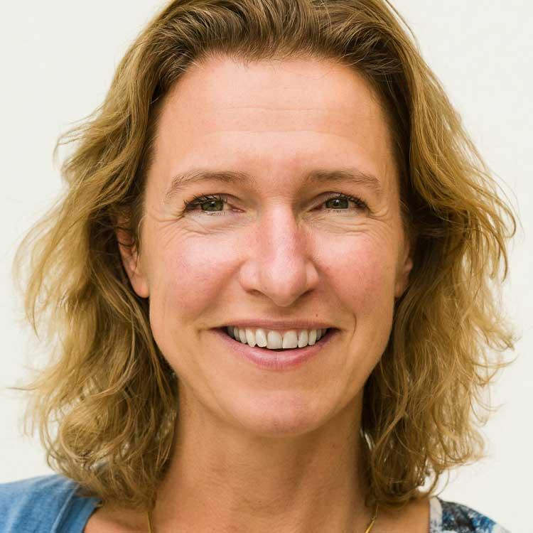 https://archief.nieuwegeneratieouderenzorg.nl/wp-content/uploads/2015/12/Ellen-Vreeburg.jpg